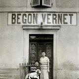 1949-Mère-et-soeur-de-Mahthieu-Begon.jpg