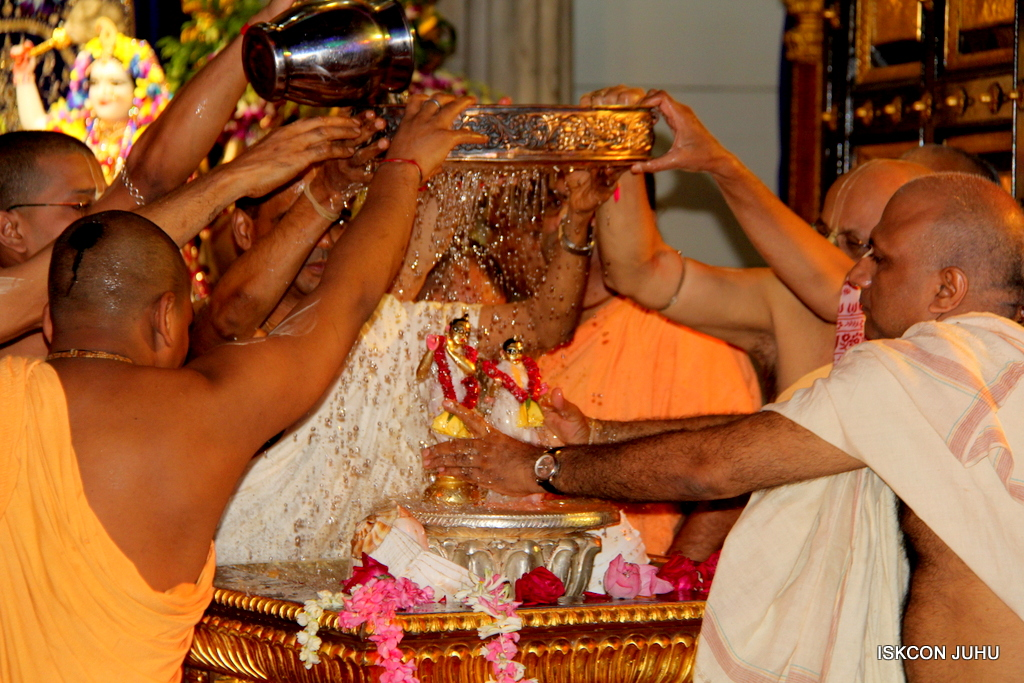 ISKCON Juhu Janmashtami Maha Abhishek on 25th Aug 2016  (11)