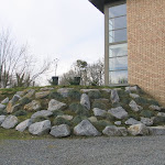 Embankment made of unsorted stone packs of from 80 to 500 kg