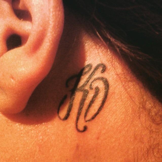 iniciais_ouvido_tatuagem