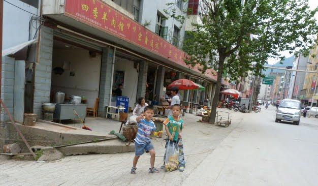 CHINE.SICHUAN.LEI BO,petite ville , escale pour aller à XI CHANG - 1sichuan%2B606.JPG