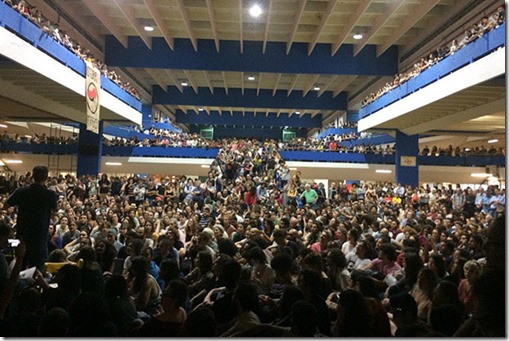 Brasil students debate resistance to Bolsonaro
