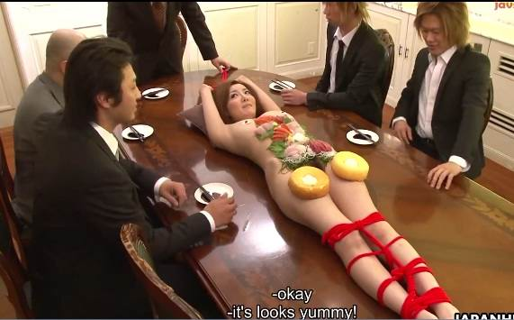 The office lady Yuna Hirose is used like As a sushi plate