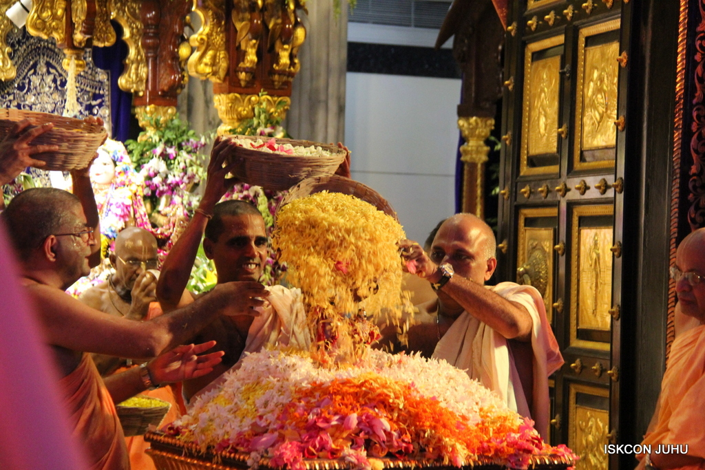 ISKCON Juhu Janmashtami Maha Abhishek on 25th Aug 2016  (88)