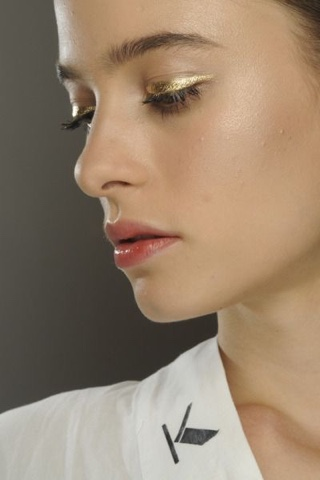 #make #makeup #makeupinspiration #gloss #glowy #fresh #delineadordourado #goldeyeliner #gold