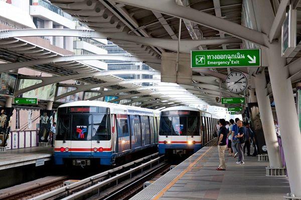 du lịch thái lan giá rẻ bằng tàu điện trên không tại bangkok
