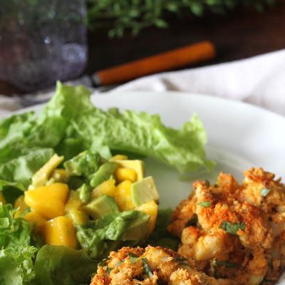 crab cakes with mango avocado salad