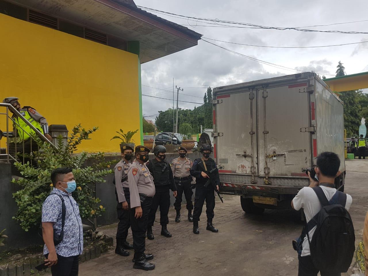 Vaksin Covid19 Sudah Tiba di Kabupaten Soppeng, Dikawal Ketat Polres Soppeng dan Sat Brimob Polda Sulsel