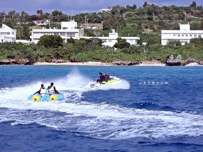 26 沖繩自由行 水上活動 香蕉船 Marine Support TIDE 殘波 藍洞海洋觀光 藍洞浮潛&珊瑚礁 餵食熱帶魚浮潛