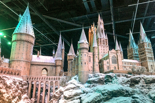 warner-bros-studio-tour-the-making-of-harry-potter-hogwarts-in-the-snow