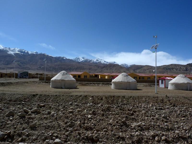 XINJIANG. Karakoram Highway, lune des plus haute route au monde, en passant a 4400 m - P1280565.JPG