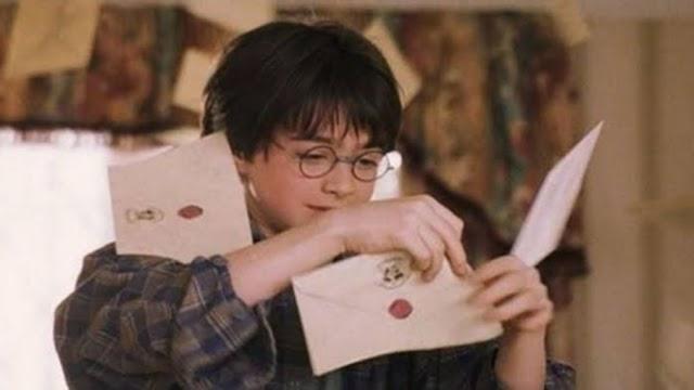 Há exatamente 30 anos, Valter Dursley dormia no Hall para impedir que Harry recebesse sua carta de Hogwarts