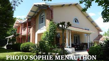 maison à Saint-Julien-en-Born (40)