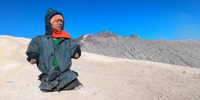 achmad dzulkarnain pendaki gunung tanpa tangan dan kaki