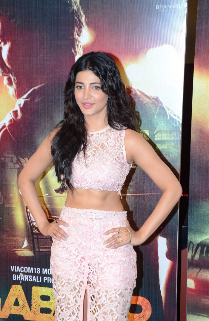 Shruti hot in Gabbar is back Movie promotion