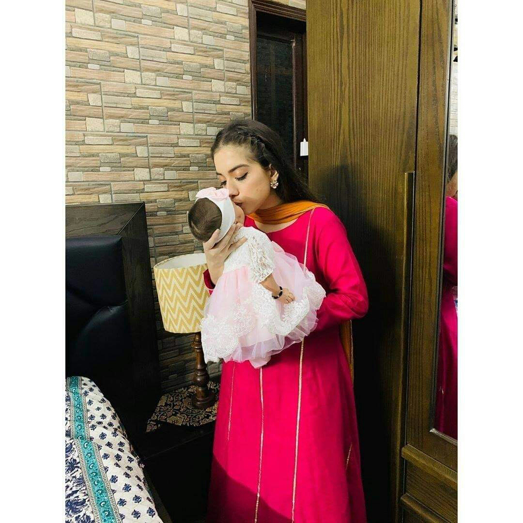 Beautiful Pictures of Arisha Razi Khan with her niece