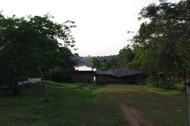 Fin d'après-midi au bord de la Nyong. Ebogo (Cameroun), 8 avril 2012. Photo : J.-M. Gayman