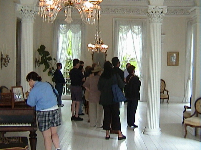 0330Inside_a_Southern_Mansion_-_New_Orleans
