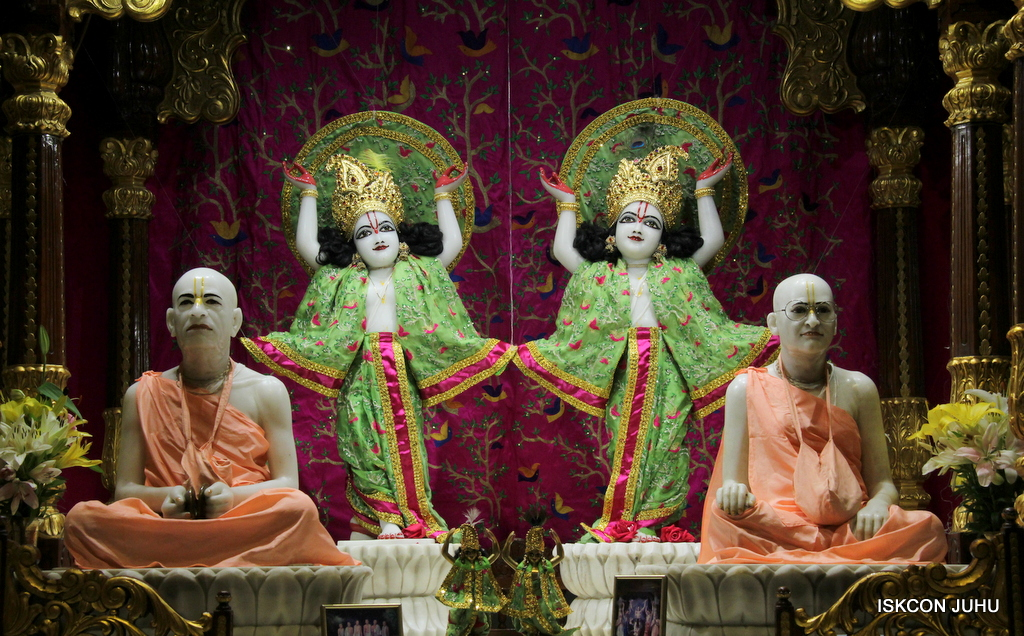 ISKCON Juhu Mangal Deity Darshan on 23rd Oct 2016 (39)