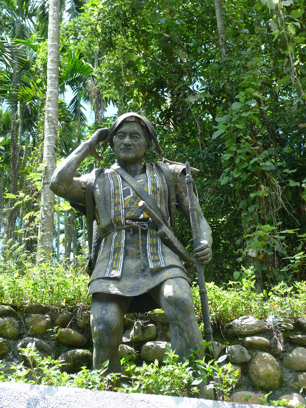 Puli  en passant , entre autres, par les villages de l ethnie Bunum de Loloko et Dili. J 10 - P1160862.JPG