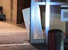 Mall security, police nab burglars red-handed