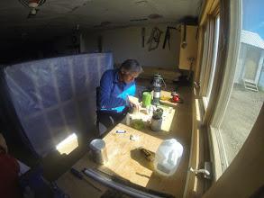 Photo: Toktuyaktuk. Atelier bricolage, l'art du système D 1