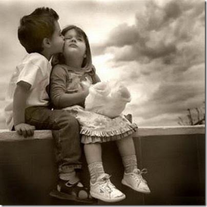 niños besandose (13)