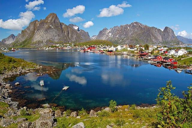 Scenic Arctic town of Lotofen