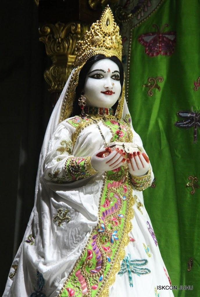 ISKCON Juhu Mangal Deity Darshan on 4th June 2016 (13)