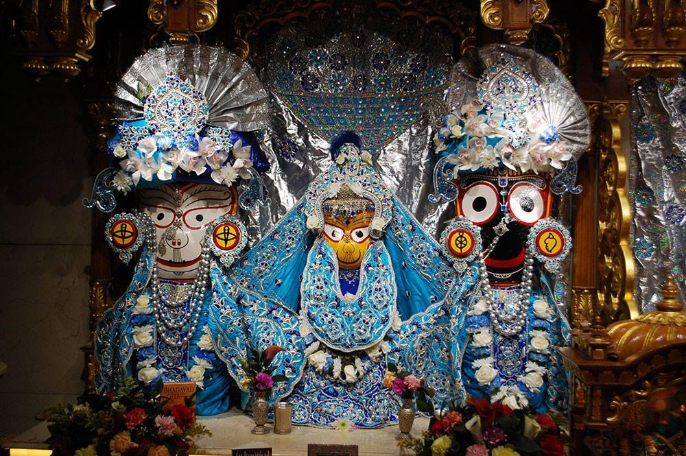 ISKCON-London-Deity-Darshan-14-Dec-2015 (3)