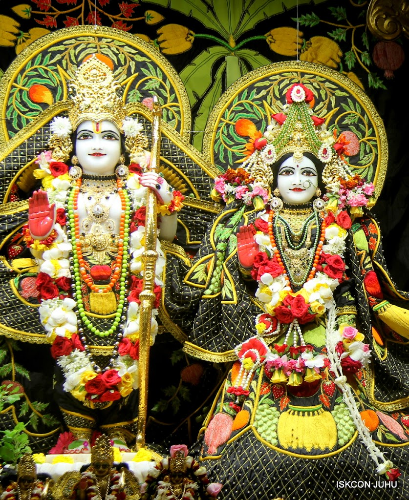 ISKCON Juhu Sringar Deity Darshan on 2nd July 2016 (21)