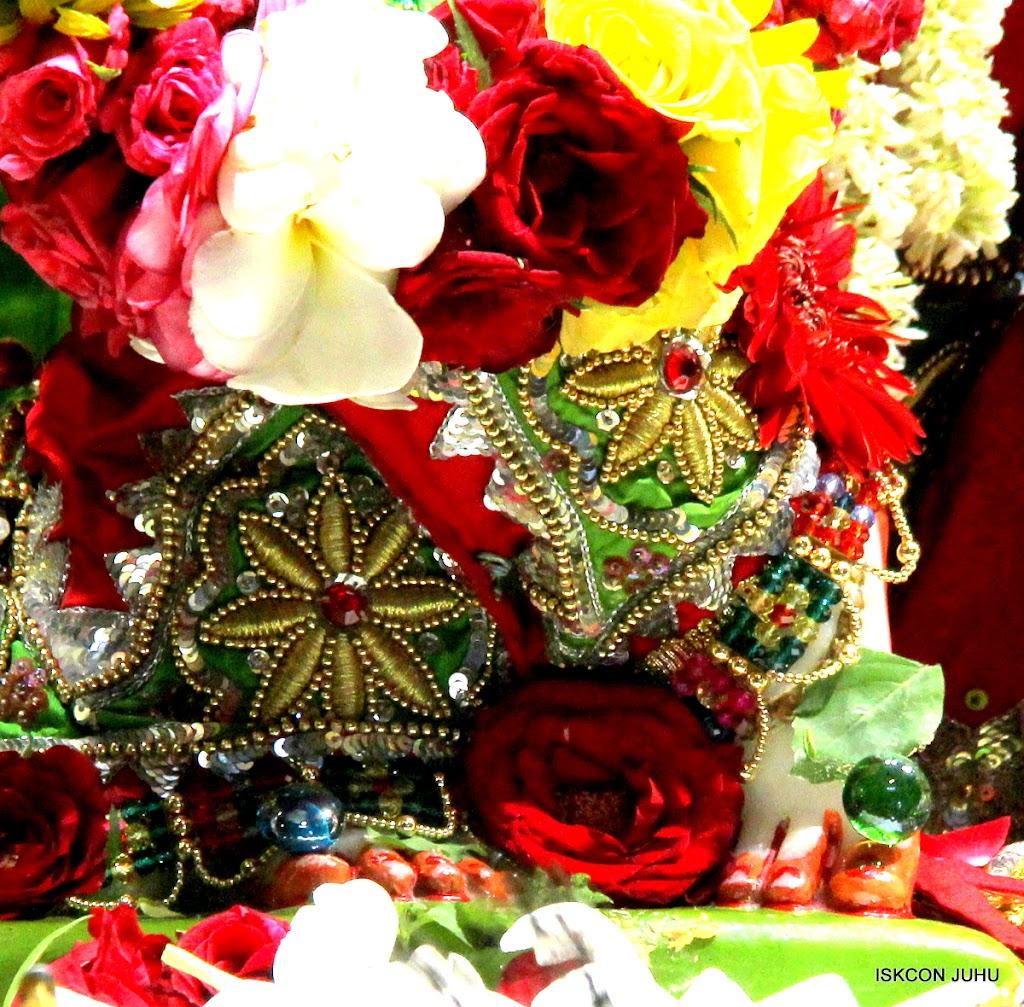 ISKCON Juhu Sringar Deity Darshan on 3rd May 2016 (13)
