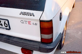 Vauxhall Astra GTE 1.8i badge