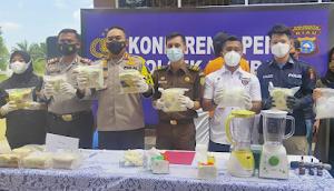 Polres Pekanbaru Hancurkan 13.044,14 Gram Barang Bukti Narkoba di Mapolsek Rumbai