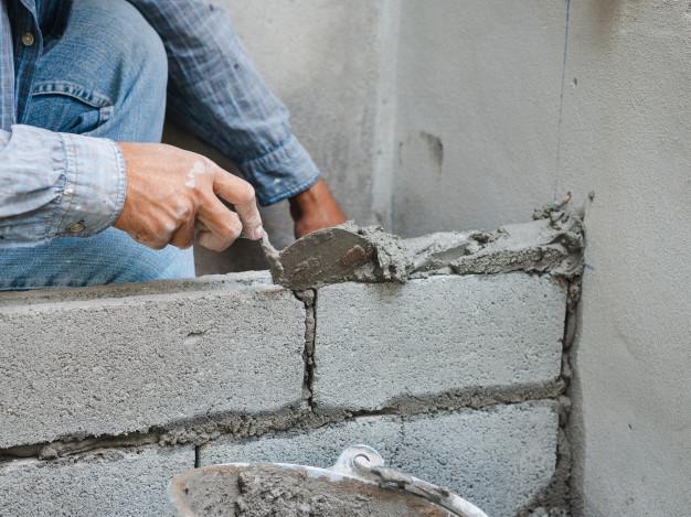 Paralizan obras por aumento de materiales de construcción