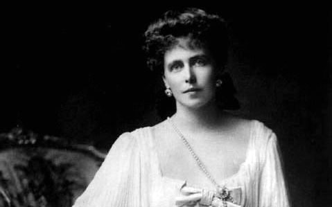 Regina Maria, între critică și laude în istoriografia comunistă