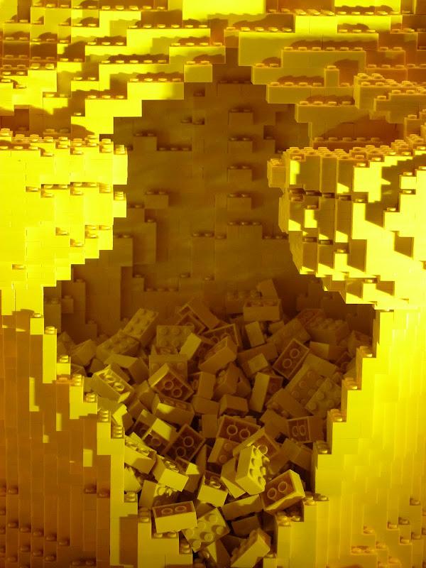 Taipei. Songshan Cultural and Creative Park. Nathan Sawaya. LEGO - P1220974.JPG