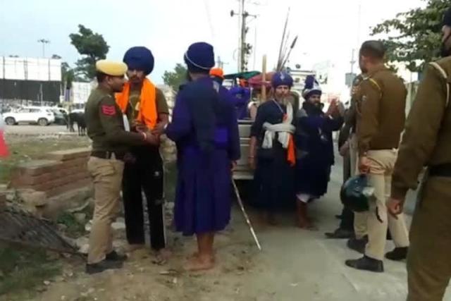 हिमाचल में निहंग की गुंडई: हूटर बजाने से रोका तो पुलिस से भिड़ा, वीडियो वायरल