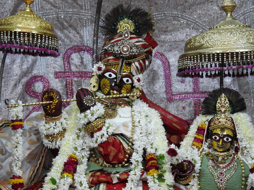 Radha Govind Devji Deity Darshan 02 Jan 2017 (2)
