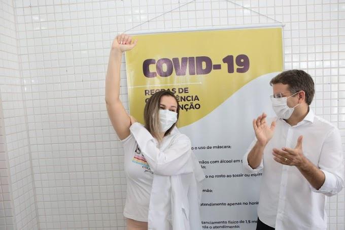 COVID-19: É DE AFOGADOS PRIMEIRA PESSOA VACINADA NO PAJEÚ