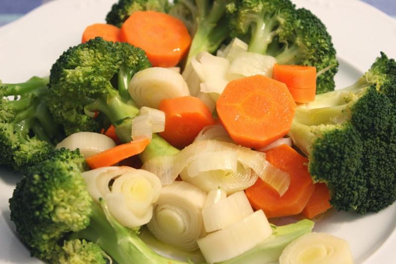 Brócoli con puerro y zanahoria en microondas (Panache de verduras)