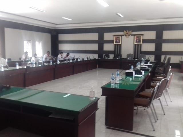 Pembahasan 14 Raperda Opd Pemkab Simalungun Dengan Anggota DPRD Simalungun Molor