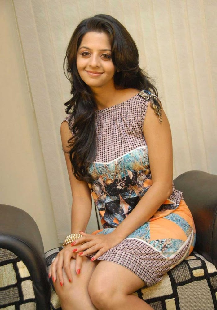 Vedika hot stills beauty Overloaded
