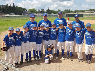 Daniel Rauckman's Mosquito AAA team wearing their Pearls at Provincials.