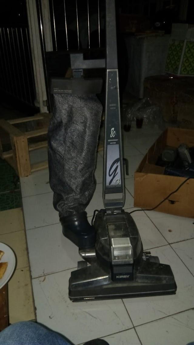 Vacum Cleaner Cirby G4, donasi dari Muhsinin BBM melengkapi peralatan tempur Tim Bersih-bersih Masjid Magelang setiap Jum'at dan Ahad pagi