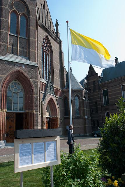 Mozaiek 550 jaar St. Agatha - ROLI-20110423-161007-6608.jpg