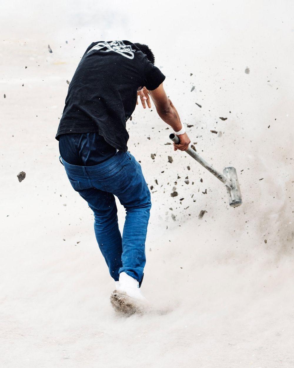 sledgehammer-explosion-4