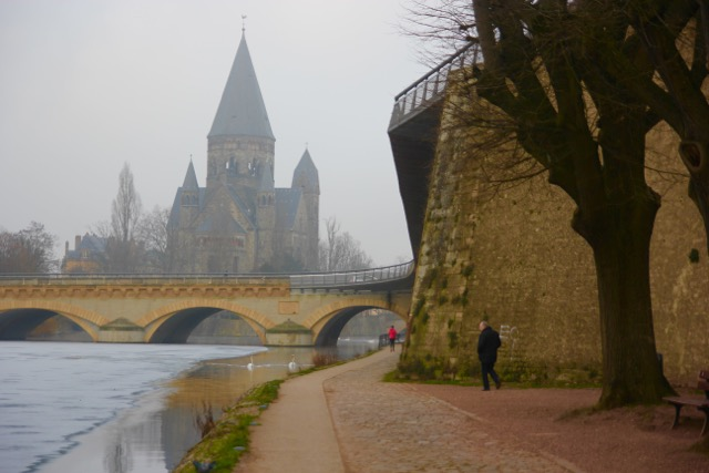 The walk along the Moselle, city ramparts and the Protestant church
