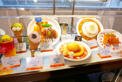 More themed food at J World amusement park. I mean, it's 800 yen, and you have to pay extra for games and as you order food. But if you show your passport then you get a discount. And you can come back in and out the same day, so we were here for lunch and dinner.