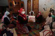 Semangati Pengrajin Tas Anyaman Jali-Jali, Bunda Rita Dorong UMKM Ikuti Perkembangan